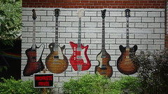 Guitares (Sylvain Mnard) Tags: can canada montral notredamedegrce qubec 2016 t septembre geo:lat=4547150017 guitar guitare murale painting sherbrooke geo:lon=7361415982 geotagged ndg