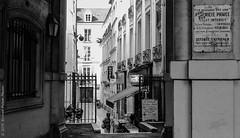 Priv. Paris, sept 2016 (Bernard Pichon) Tags: paris ledefrance france fr bpi760 st michel