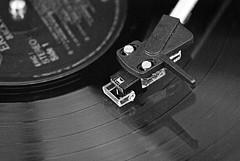 B&W LP (FrauN.ausD.) Tags: macromonday lp black white schwarz weis plattenspieler tonarm bw