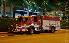 Bomberos en Miami Beach (alberto vtr) Tags: bomberos miami beach fire rescue emergency fireman doctor truck camion collins ave croydon fotografia nocturna aire libre vehiculo auto