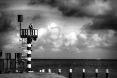 rood-wit in zwart-wit (roberke) Tags: waddeneiland water sea seascape monochrome monochroom zwartwit blackwhite blackandwhite bw outdoor texel nederland netherlands wolken lucht cloud waddenzee