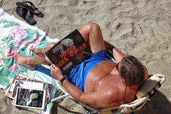 « Trump Goes To War » (Viejito) Tags: avilabeach california slo county usa unitedstates geotagged geo:lat=35178456 geo:lon=1207328 amerika amérique américa america canon powershot s100 canons100 pacific ocean pacificocean waterfront beach playa sunscreen sunglasses topless towel shorts tan hairy arms shoulders skin man navel legs barefoot descalzo bare feet toes head barfüssig barfüsig watch hair thong footwear magazines mercedes trump war elections 2016 republican sand donald donaldtrump realdonaldtrump drumpf swath swatch condoleezarice time timemagazine nevertrump босиком altright cuck summerzervos alternativefacts sanluisobispobay 唐納·川普 川普
