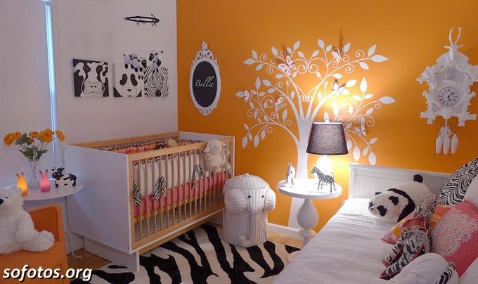 quartos de bebê laranja e branco