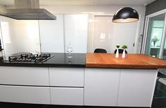 Cozinha - Encontro entre o rústico e o sofisticado. Foto: madeiradedemolicao.com