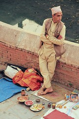 Hindu Fortune Teller ( Jamie Mitchell) Tags: nepal nepalese nepali pashupatinath hindu temple portrait hinduism fortune teller psychic man male people travel