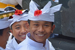 Smiles, Bali, Indonesia (cpcmollet) Tags: portrait face bali indonesia boy children sonrisa sonriure cara retrato happy beauty awesome indonesian people travel voyage color culture chid smiling vacation hinduism hindu eyes wonderful asia asian balinese life paradise young smile