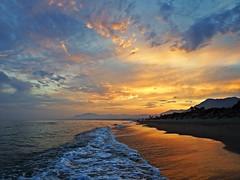 La orilla al atardecer (Antonio Chacon) Tags: andalucia atardecer costadelsol marbella mlaga mar mediterrneo espaa spain sunset beach