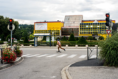 ~34~ (Julien.Rapallini) Tags: skate skater man homme oyonnax france french centreculturelaragon ain rue street jaune yellow red rouge light feux carrefour passagepitons route road city urban nuages cloudy