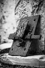 22082016-_DSC0024 (Franzberserk) Tags: bari noci puglia biancoenero campagna italia monocromo oggetti oggetto primopiano ruggine serratura vintage