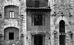 An old building - San Gimignano (Princessa Pea (more off than on for a while)) Tags: 2008 l62sw362 film analog pentaxmz5n ilford125blue sangimignano blackandwhite bw