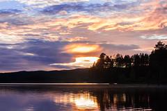 IMG_1526-1 (Andre56154) Tags: schweden sweden sverige wolke cloud himmel sky wasser water see lake ufer sonnenuntergang sunset abend evening dmmerung afterglow spiegelung baum tree wald forest reflection