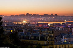 Montmartre - Paris (romvi) Tags: city paris france sunrise lights nikon europe cityscape belleville montmartre roofs amanecer villa garedunord romain ville toits levdesoleil lumires d700 parisroofs romvi
