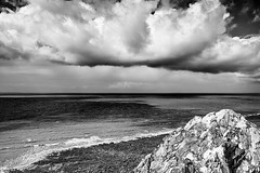 (Herv KERNEIS) Tags: mer france noiretblanc horizon ciel promenade normandie nuages rocher bassenormandie carolles nikkor24mmf28 d700 manche50 silverefexpro2