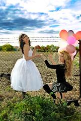 Lost princess (NROmil) Tags: girls portrait woman way lost flickr camino princess nubes campo chicas globos belleza miradas perdidas princesas