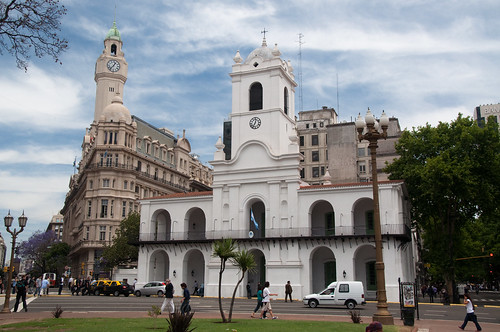 History and Architecture along the Avenida de Mayo