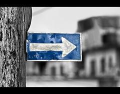 Left before Right (gisaso) Tags: bw canon 300d canon300d havana cuba bn cuban habana señales cubanos fotografos cubanas fotoscuba cubania gisaso gisasophotography