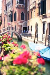 Venezia (Eric Lindqvist) Tags: travel italien venice light summer italy sun sunlight water sunshine canon boats bokeh sigma sunny venezia venedig vatten sommar 30mm sigma30mmf14exdchsm soligt
