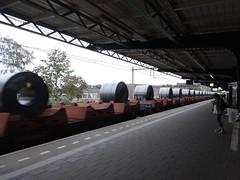 rollen staalplaat rollen door station Deventer (willemalink) Tags: rollen staalplaat door station deventer