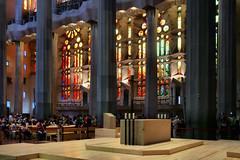 Sagrada Familia (Jorge Franganillo) Tags: church temple iglesia templo antonigaud sagradafamilia glise modernarchitecture arquitecturamoderna barcelona catalunya catalua espaa spain navecentral naucentral centralnave crowded