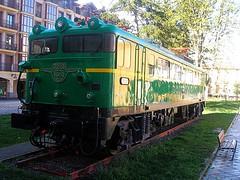 279-003 en Alsasua (Giputrains) Tags: verde locomotora pedestal renfe alsasua