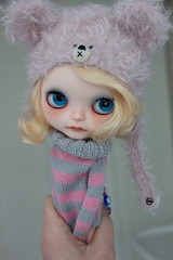... (Aya_27) Tags: hat sweater amazing doll blythe lovely custom choc hola lunita dollie mimsy holagominola