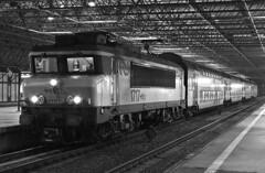 1717 with a DD-AR set at Almere Centrum (PJ Reading) Tags: station electric suburban ns locomotive passenger ddm dutchrailways almerebuiten 1700class