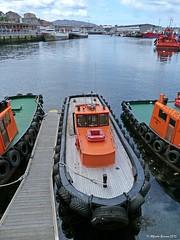 Perspectiva portuaria con remolcadores (Alfredo Barros G  ) Tags: blue water azul barcos ships vigo pesqueros remolcadores alfredobarros panasonicdmcfz45