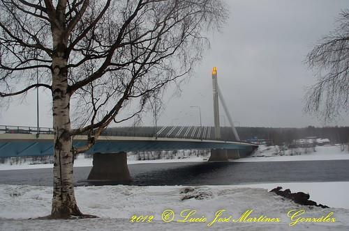"Rovaniemi: Jätkänkynttilä bridge • <a style=""font-size:0.8em;"" href=""http://www.flickr.com/photos/26679841@N00/7289052096/"" target=""_blank"">View on Flickr</a>"
