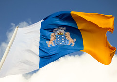 Bandera de Canarias (sermarr erGuiri) Tags: españa grancanaria spain flag canarias flags bandera canaryislands banderas laspalmas banderadecanarias