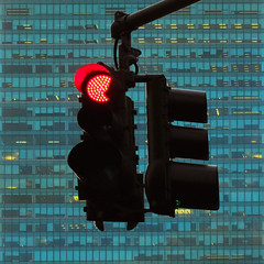 red light (fotobananas) Tags: nyc light red urban newyork square grid office traffic manhattan metlife redlight ampel insurance s95 fotobananas