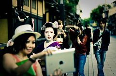 Maiko madness in Gion! (Red Cherry Tree) Tags: japan kyoto maiko gion nationalgeographic takahina