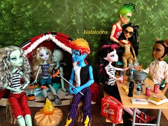 Couples Camping Trip! (Nataloons) Tags: blue camping sea hot love dogs fashion monster werewolf de toy fire miniatures high wolf doll picnic snake vamp