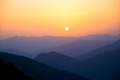 Sunshine on Mt Gargas (Federico Ravassard) Tags: blue sunset red sun mountain sunshine sport photoshop canon liberty tramonto colours emotion altitude free happiness 200 l 18 sole pure 70 montagna f4 federico sfumatura piani explored ravassard