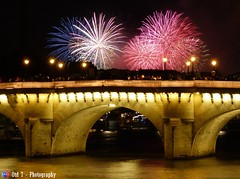 Welcome to France (Otd 7 // Photography) Tags: bridge light paris france luz seine night rouge noche fireworks lumire 14 ponte bleu fete pont welcome bienvenue neuf juillet nuit blanc feux nationale tricolore artifices
