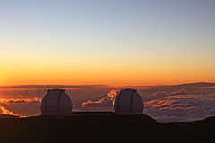 Sunset beyond the clouds (arka02) Tags: ocean above light sunset red sky beautiful skyline night clouds island volcano hawaii big view pacific top space observatory telescope beyond mauna kea keck dormant arka02