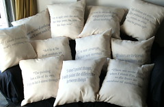 Almohadones frases arte (Lady Krizia) Tags: arte pillow evento frases vinilo exposición wilwarin estampado almohadon termoestampado