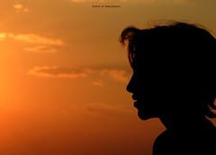 Mãe (LíviaVieitoLT) Tags: sunset sun sol sky silhueta pordosol nikon natureza nature negativespace espaçonegativo minimalism minimalismo