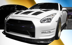 3D Gran Turismo (Ken Cruz --- Fernweh) Tags: car carshow photoshop gradient granturismo gtr import hin hotimportnights 350z nissan gold golden white hdr 3d fastcar nicegrill blackandwhite blueandgold meanmachine
