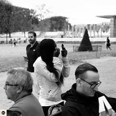39lap2016 (photo & life) Tags: laparisienne2016 paris france ville city europe blackandwhite noiretblanc humanistphotography women girls running fujifilm fujinon fujifilmxpro2 xpro2 fujinonxf35mmf2rwr square squareformat squarephotography photography photolife jfl street streetphotography