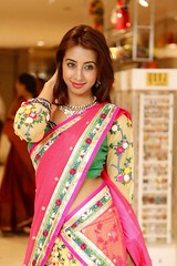 South Actress SANJJANAA Photos Set-11 (14)