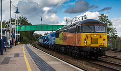 Colas Railfreight class 56/3 no 56302 passes through Mansfield Woodhouse Station on 30-09-2016 with a York to Gloucester RHTT movement. (kevaruka) Tags: mansfield mansfieldwoodhousestation nottinghamshire class56 grid colasrailfreight rhtt robinhoodline railway rail networkrail britishrail brush 56087 56302 yellow orange kevinfrost colour colours england september 2016 autumn clouds cloudy cloudyday flickr frontpage thephotographyblog ilobsterit composition locomotive heritage historic trains train outdoor outdoors canon canoneos5dmk3 canon5dmk3 canon70200f28ismk2 5d3 5diii 5d 5dmk3