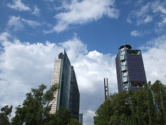 Duelo de gigantes (Jos Miguel S) Tags: ciudaddemxico torres architecture giants gigantes mexicocity mxico skyphotography cloudyday cloudsonthesky rascacielos