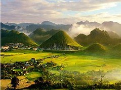 Lung-Cu-ha-giang.alt (hanoitouronline) Tags: halongbaytours traveltohanoi bookflightticket sapatrekkingtours booktrainticket hanoitoursinformation halongbayonalovacruises ninhbinhecotours hanoionedaytours halongbayonedaytours vietnamhoneymoontours hanoigolftours hanoivillagestours rentthecars