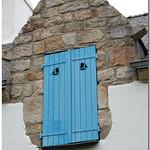Ile aux Moines (jolis volets bleus avec petits bâteaux) thumbnail