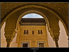Alhambra Arches (mraadsen) Tags: architecture canon eos spain geometry wideangle arches alhambra moorish granada spanje geometrie zuilen palacionazaries 550d moorsearchitectuur 1585mm mraadsen
