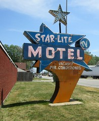 Star-Lite Motel -- South Holland, IL (stoneofzanzibar) Tags: illinois neon googie cookcounty motels southholland starlitemotel