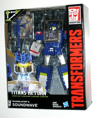 transformers generations titans return soundwave with titan master soundblaster leader class hasbro 2016 misb a (tjparkside) Tags: transformers transformer generations titans return decepticon decepticons soundwave robot master soundblaster headmaster masters con leader class triple changer stereo portable ghetto blaster city collector collectors card hasbro 2016 2015 titan ravage buzzsaw cities headmasters