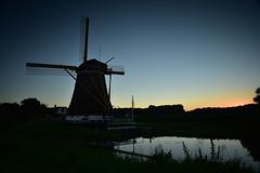 Dutch mystery (Sizun Eye) Tags: molen moulin windmill mill wiatrak utrecht oudzuilen holland paysbas netherlands silhouettes dusk glow crpuscule polder westbroeksemolen buitenwegsemolen old vieux wipmolen europedelouest europe europa westerneurope sizuneye sizun nikond750 d750 tamron2470mmf28 tamron 2470mm poselongue le longexposure leefilters lee leefiltergnd09soft leebigstoper bigstopper nd1000 10stops bluehour lheurebleue
