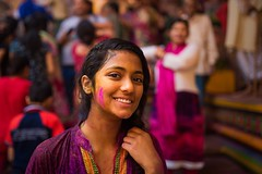 Holi celebrations at Mathura (Akilan T) Tags: sigmaart sigma canon5dmk3 canon celebration celebrating smile holi colors girl environmentalportrait portrait india chennaiweekendclickers cwc mathura