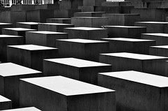 Berlin - Memorial for the murdered Jews in Europe (Tobi_2008) Tags: denkmal holocaustmemorial berlin stadt city town deutschland germany allemagne germania schwarzweiss blackandwhite